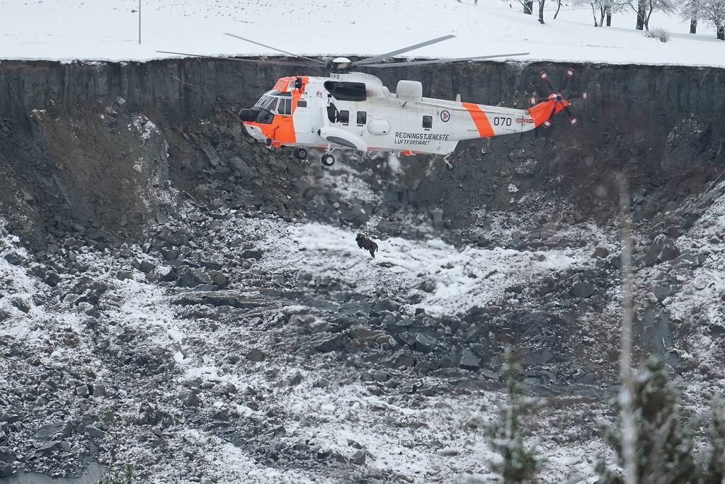 Akcja ratunkowa w norweskim Ask, gdzie doszło do osunięcia ziemi, 31 grudnia 2020 r.