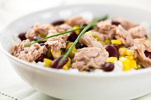 Sałatka z tuńczykiem i ryżem - niezawodny przepis