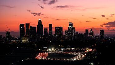 USA. Władze Los Angeles apelują o noszenie maseczek w domu