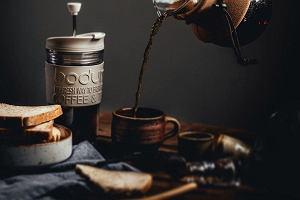 Kubki na kawę: termiczne, szklane, ceramiczne. Można je zabrać w podróż