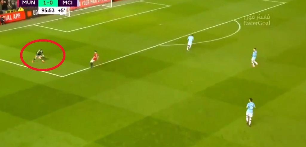 Koszmarny błąd Edersona. Manchester City przegrał w derbach
