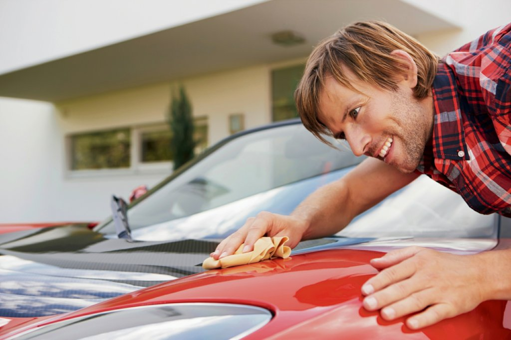 Obsesyjne mycie rąk, pucowanie samochodu czy podłogi to może być objaw zaburzeń obsesyjno-kompulsyjnych nazywanych kiedyś nerwicą natręctw