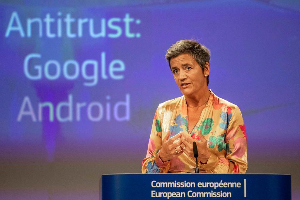 Decyzję o karze dla Google ogłosiła w środę Margrethe Vestager, komisarz ds. konkurencji