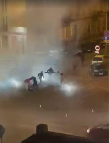 Chuligani Widzewa zrobili rozróbę w Łodzi i atakowali kibiców ŁKS-u
