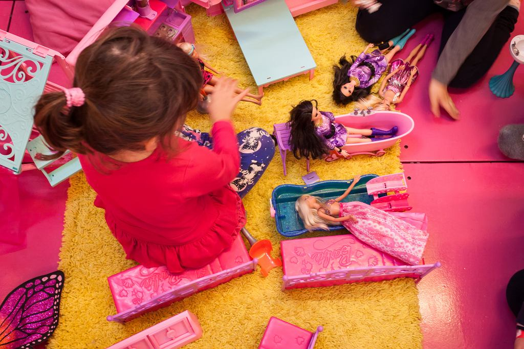 3Milan,,Italy,-,November,22:,Barbie,Dolls,At,G!,Come