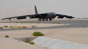 Bombowiec B-52 w bazie Al-Udeid w Katarze