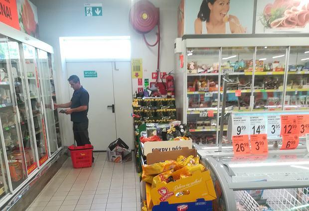 33eb6843b Straż pożarna ostrzega Biedronkę, że zamknie sklepy, jeśli ta dalej będzie  zastawiać towarem drogi