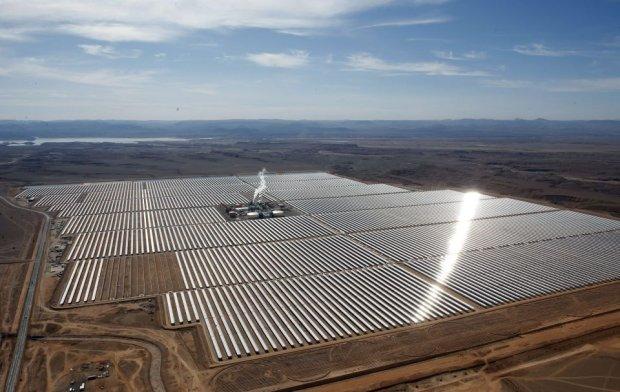 Największa elektrownia słoneczna właśnie powstaje na Saharze. Maroko stawia na ekologię