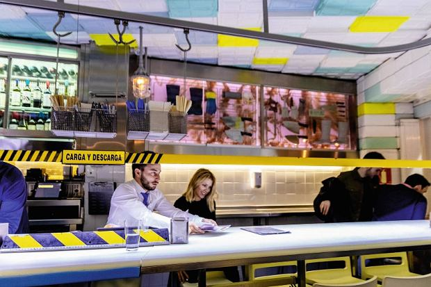 Madryt, Sala de Despiece to sklep mięsny przerobiony na restaurację - tu się je przy barze