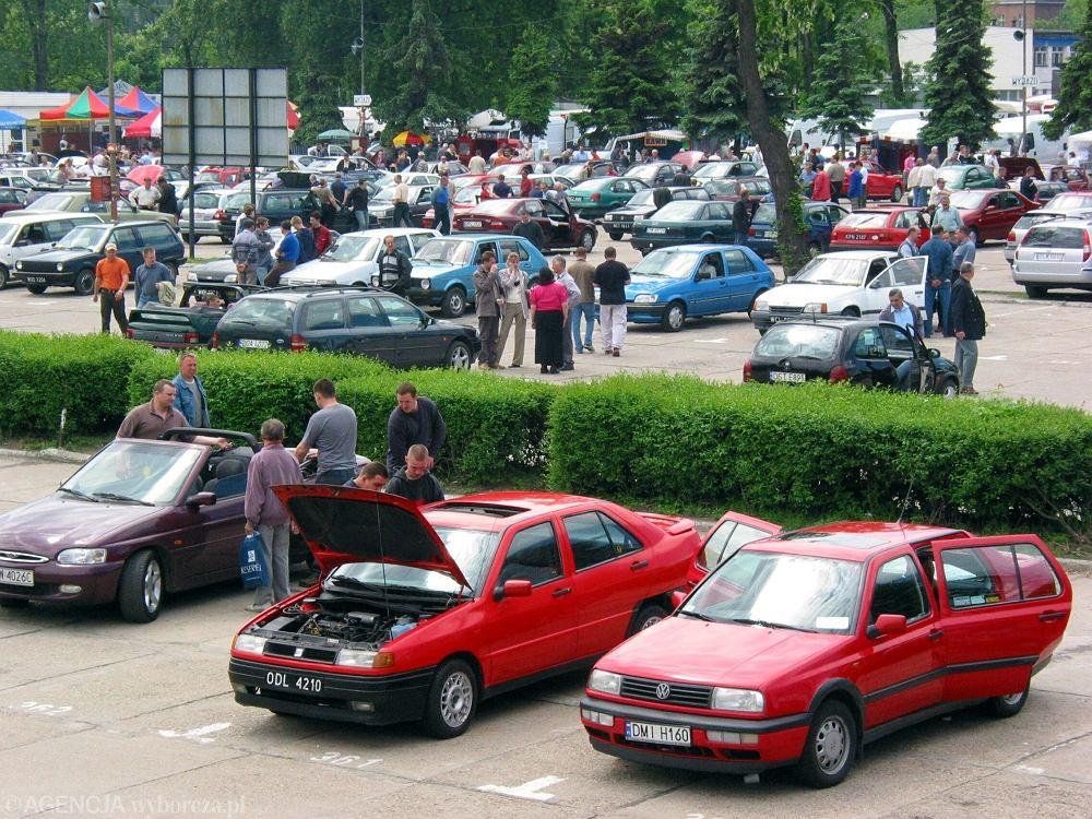 Giełda samochodowa na ul. Legnickiej. Pamiętacie ją jeszcze? Rok 2003