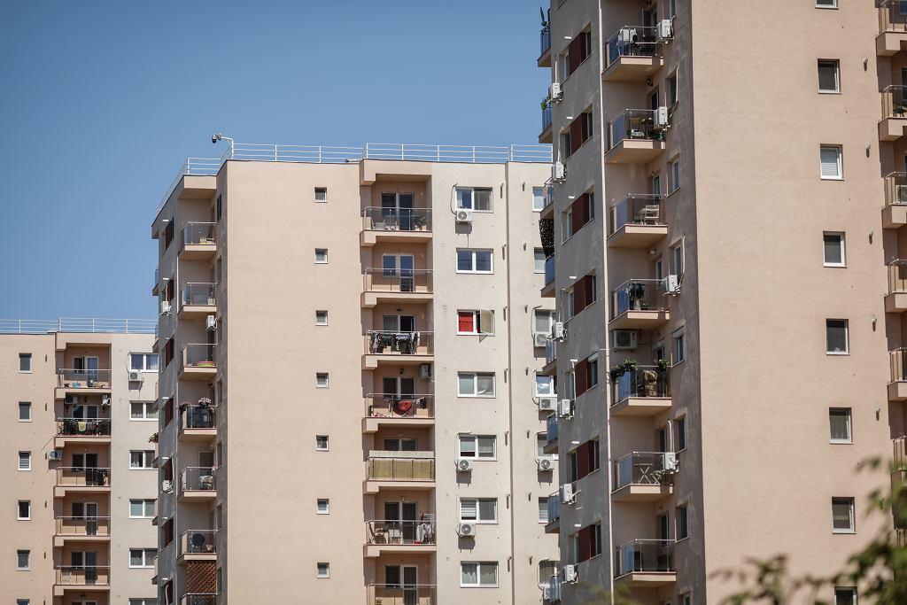 3Bucharest,/,Romania,-,July,14,,2020:,Block,Of,Flats