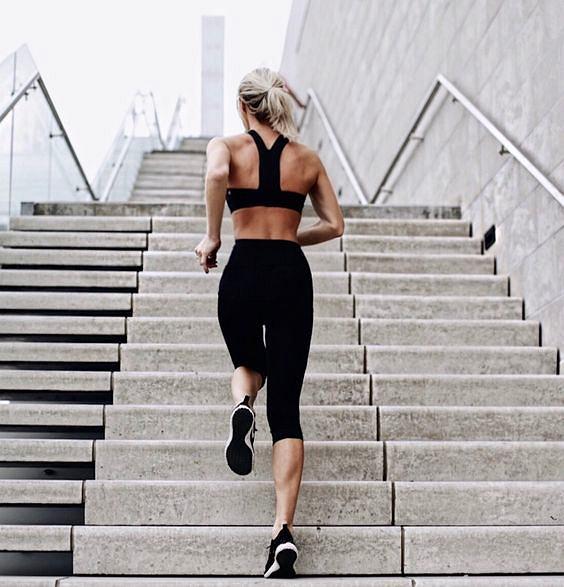 Płaski brzuch bez ćwiczeń? Oto 6 prostych sposobów