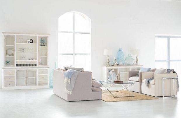 Kredens w minimalistycznym wnętrzu