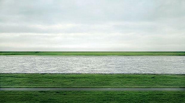 Rhein II / Fot. Wikimedia/Andreas Gursky, Rhein II, 1999,