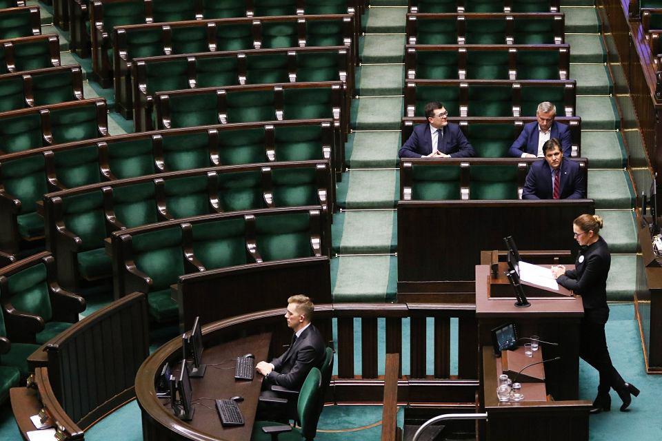 Barbara Nowacka przedstawia w Sejmie obywatelski projekt liberalizacji prawa aborcyjnego 'Ratujmy kobiety 2017'. Sejm odrzucił projekt w pierwszym czytaniu