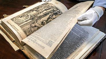 'Die Bibel nach der Ubersetzung Martin Luthers mit Apokryphen' zachowane w rybnickim Muzeum