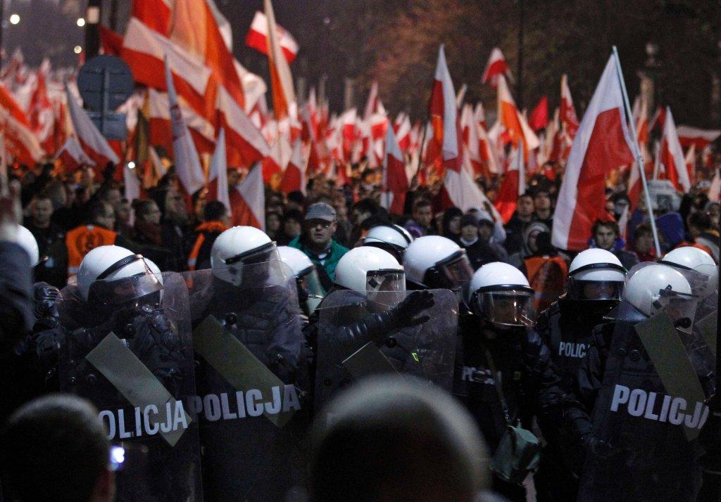 Marsz Niepodległości 11 listopada 2013 r. zamienił się w zamieszki i bitwę z policją