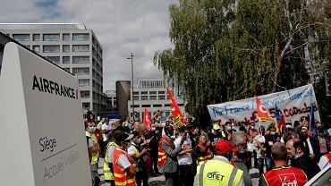 Air France zlikwiduje 7,5 tys. miejsc pracy, protest pracowników.