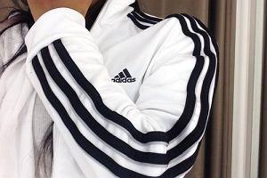 Najpopularniejszą bluzę na świecie - Adidas Originals teraz kupicie taniej