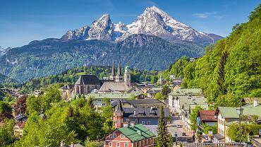 Góra Watzmann, na pierwszym planie - Berchtesgaden.