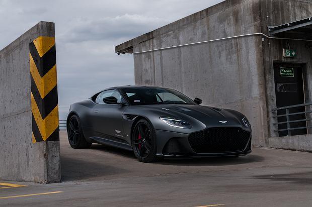 Aston Martin DBS Superleggera - opinie Moto.pl. Barbarzyńca w garniturze Richarda Jewelsa