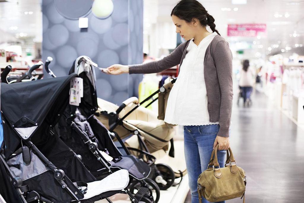 Wózek spacerowy często kupujemy jeszcze w ciąży - siedzisko spacerowe jest częścią wózka wielofunkcyjnego. Po pewnym czasie maluch przesiądzie się do lekkiego wózka spacerowego, tzw. parasolki.