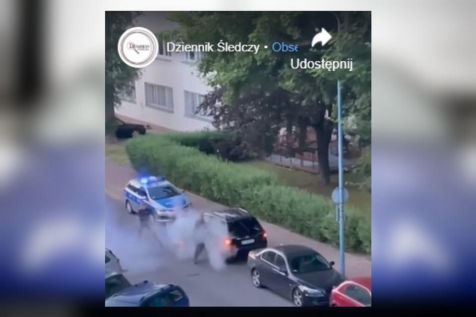 Policja obezwładniła mężczyznę, który chciał przejechać dziecko i zaatakował funkcjonariuszy gaśnicą