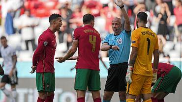 Sędzia Anthony Taylor podczas meczu Portugalia - Niemcy.
