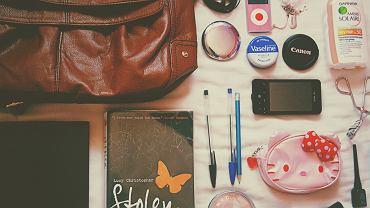 8 rzeczy niezbędnych w kobiecej kosmetyczce