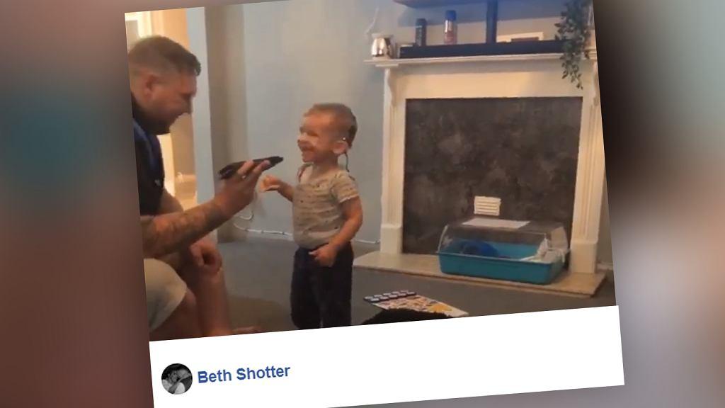 Roczny chłopiec pierwszy raz usłyszał muzykę. Nagrali to jego rodzice