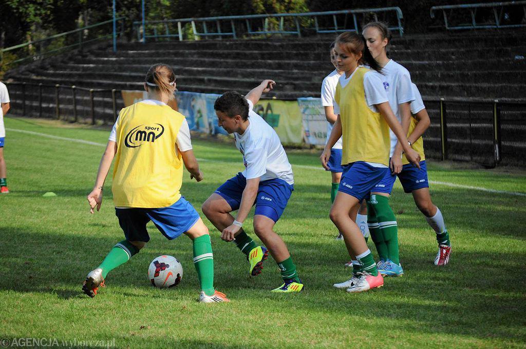Rozgrzewka piłkarek Olimpii