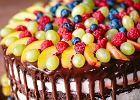 Dekoracja na tort: figurki, opłatki, wzory z kremu. Na co się zdecydować?
