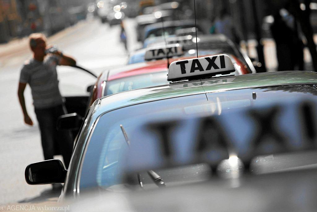 Policja zatrzymała taksówkarza do rutynowej kontroli. Okazało się, że nie może prowadzić pojazdów