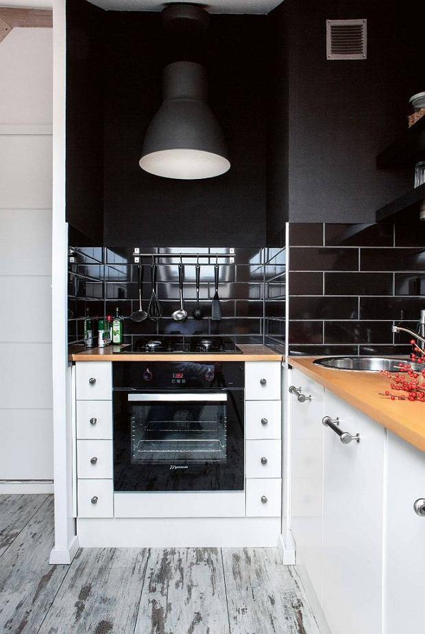 Poddasze użytkowe przerobione na jasne mieszkanie dla singla
