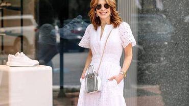 Te białe sukienki dla kobiet po 50 to klasa, styl i wygoda na upalne dni!