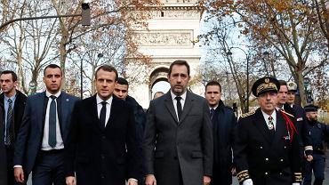 Niedzielny obchód po Paryżu prezydenta Francji Emmanuela Macrona w miejscach, w których w sobotę 1 grudnia 2018 r. doszło do zamieszek