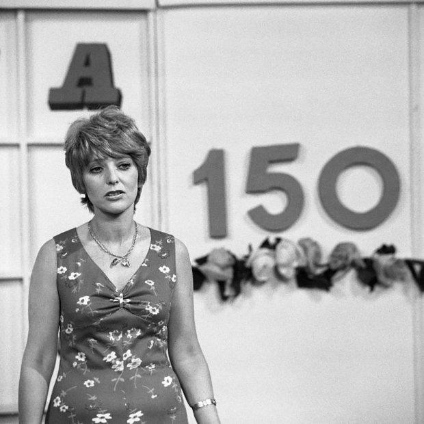 Stanisława Ryster, rodowita lwowianka, z wykształcenia prawniczka, karierę w telewizji rozpoczęła w 1966 r. od programów dla młodzieży.