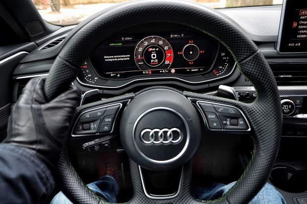 Audi RS4 2.9 TFSI 450 KM  - kierownica, zestaw wskaźników