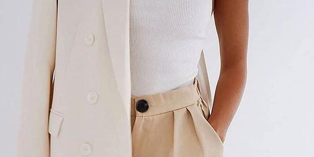 Trend alert - piękne body, które możesz nosić jako bluzkę. Zmysłowe i praktyczne modele w świetnej cenie!