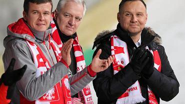 Minister Witold Bańka, minister Jarosław Gowin, prezydent Andrzej Duda. Konkurs Pucharu Świata w skokach narciarskich
