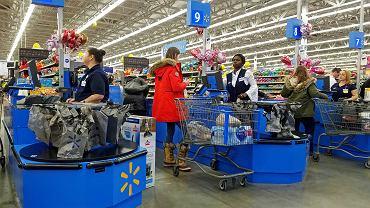 Kasjerki w Walmarcie. Saugus w stanie Massachussets.