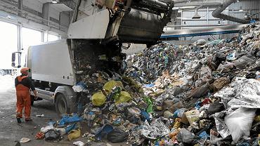 Śmieci zwożone do Zakładu Unieszkodliwiania Odpadów Komunalnych w Olsztynie