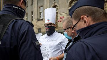 Restauratorzy protestowali w Katowicach przeciwko metodom rządu na walkę z pandemią