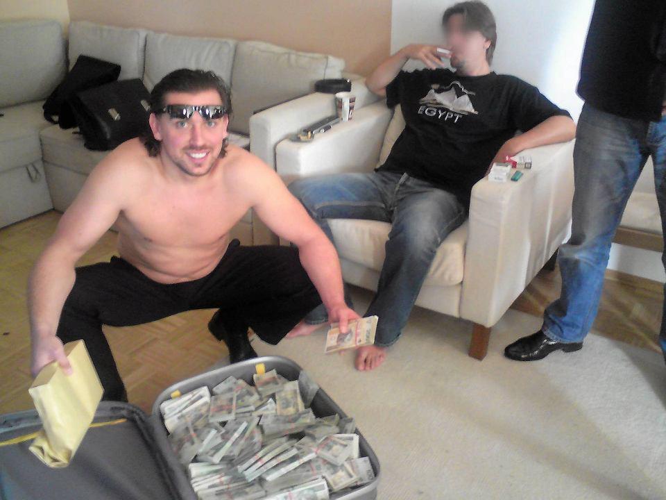 """Znalezione obrazy dla zapytania: agent tomek pieniądze"""""""