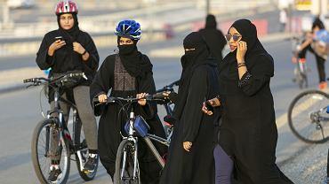 Do niedawna kobiety w Arabii Saudyjskiej nie mogły jeździć na rowerach, oglądać meczy piłki nożnej na stadionach i prowadzić aut.