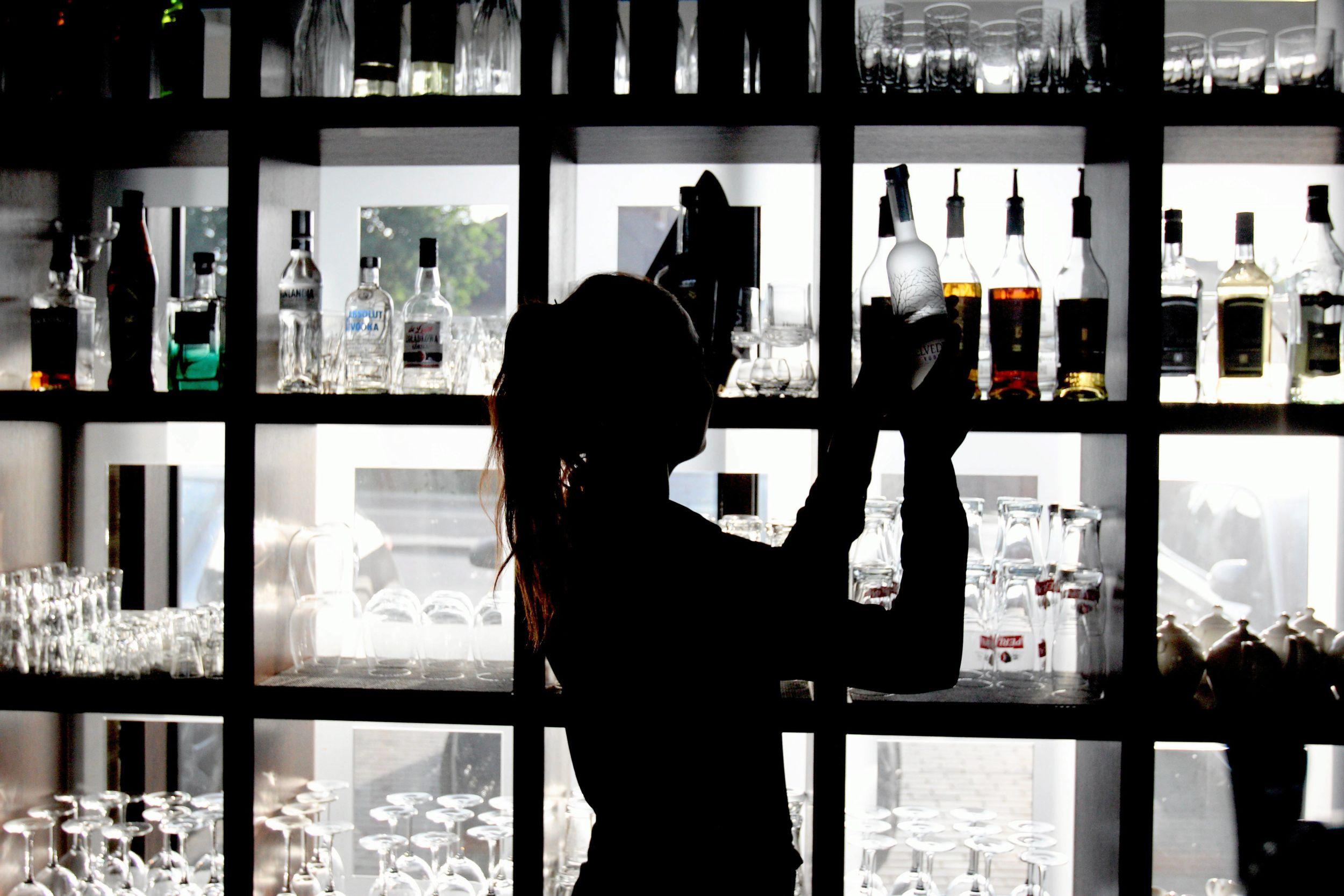 """Od stycznia 2013 roku zostało wprowadzone oznaczenie """"Polska Wódka/Polish Vodka"""", które ma być gwarantem wódczanej """"tożsamości narodowej"""" (fot. Jakub Orzechowski / Agencja Gazeta)"""