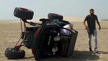 Gerard Pique po upadku na buggy w Katarze