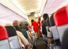 Savoir-vivre: klaskanie w samolocie to obciach?