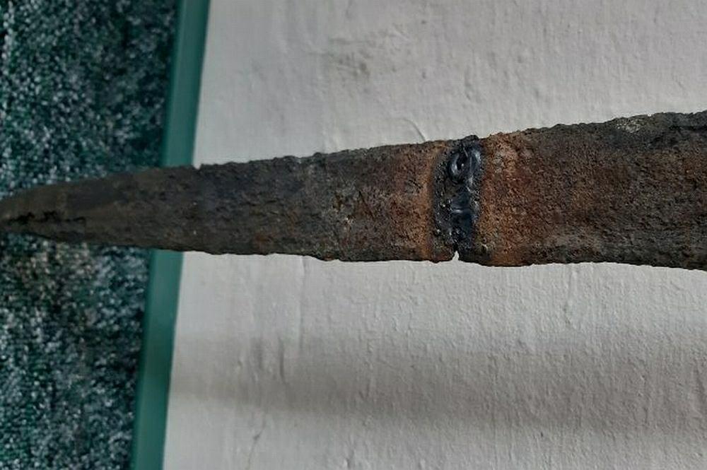 Podkarpacie. Znalazł miecz, złamał i zespawał