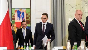 Premier Mateusz Morawiecki oraz wicepremier Jacek Sasin i min. sprawiedliwości Zbigniew Ziobro